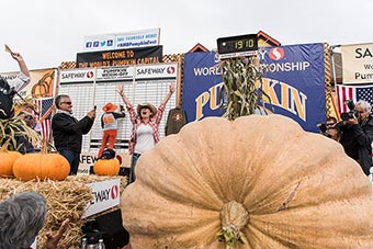 2016 Pumpkin Weigh Off Winner Cindy Tobeck